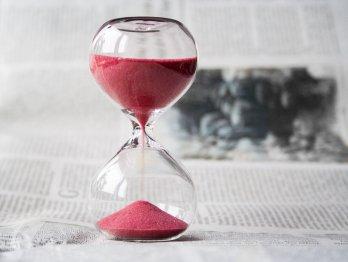 hourglass-time-hours-sand-39396 v2