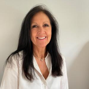 "Louise Hallsworth</br><span class=""job-title""> Audit Partner</span>"